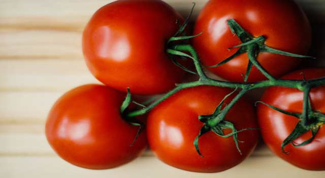 8 Health Benefits of Eating Fresh Tomato