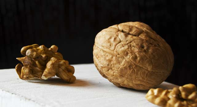 6 Health Benefits of Walnuts For Heart, Skin and Pregnancy