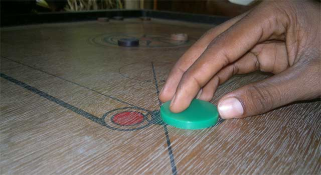 How to Play Carrom Board Game Online