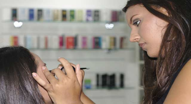 How to Apply Liquid Eyeliner and Pencil Eyeliner