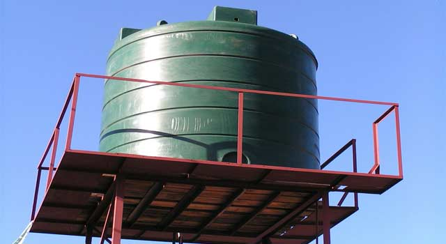 How to Clean a Large Plastic Water Tank (6 Steps)