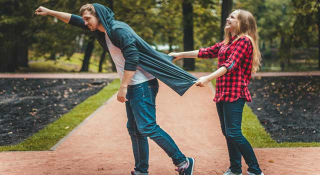 6 Best Tactics to Get a Guy to ask you Out