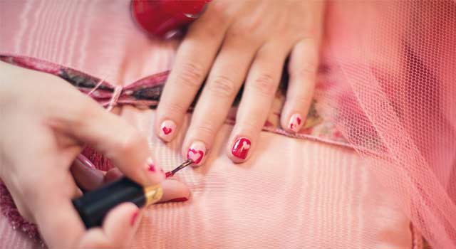 5 Ways to Make Your Own Nail Polish At Home - HowFlux