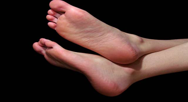 Home Remedies for Cracked Heels and Dry Feet