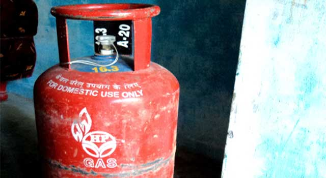 How to Fix a Regulator to a Gas Cylinder