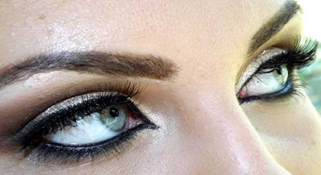 How To Remove Your Eye Makeup