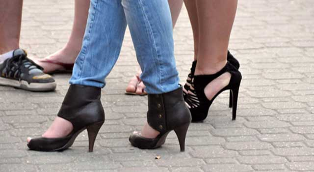 how to walk in high heels so your feet don't hurt