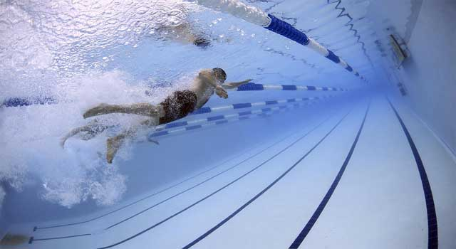 How to Kick in Swimming for Beginners