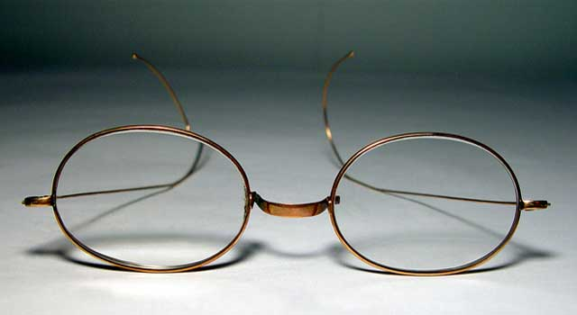 Who Made The First Spectacles?