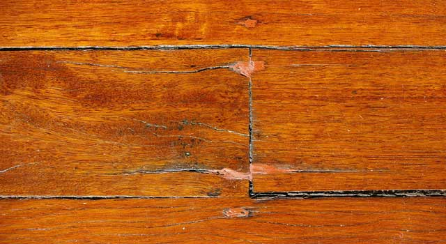 How to Polish Wood Furniture at Home